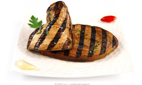 Grilled aubergines in oil