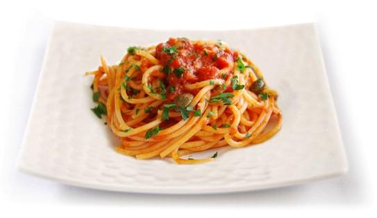 """Tomato sauce """"alla puttanesca"""""""